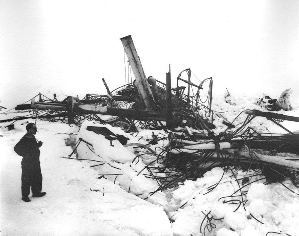 1915_a_transzantarktiszi_expedicion_a_jeg_altal_osszeroppantott_endurance_roncsai.jpg