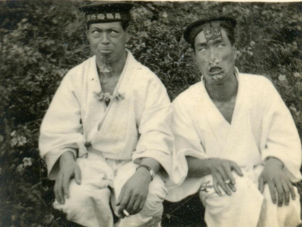 1930_japan_tengereszek_hulyeskednek.jpg