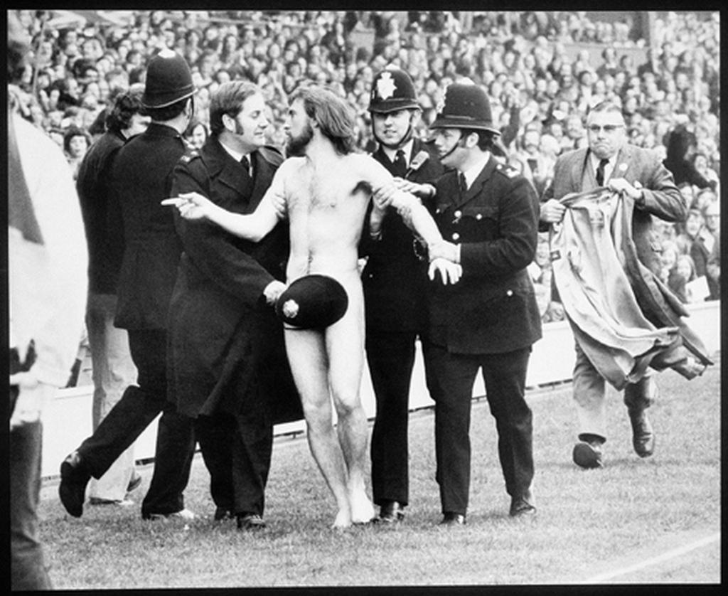 1974_meztelen_berohano_a_londoni_twickenham_stadionban.jpg