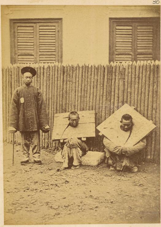 1874_sulyos_kalodat_viselo_rabok_es_orzojuk_kinaban.jpg