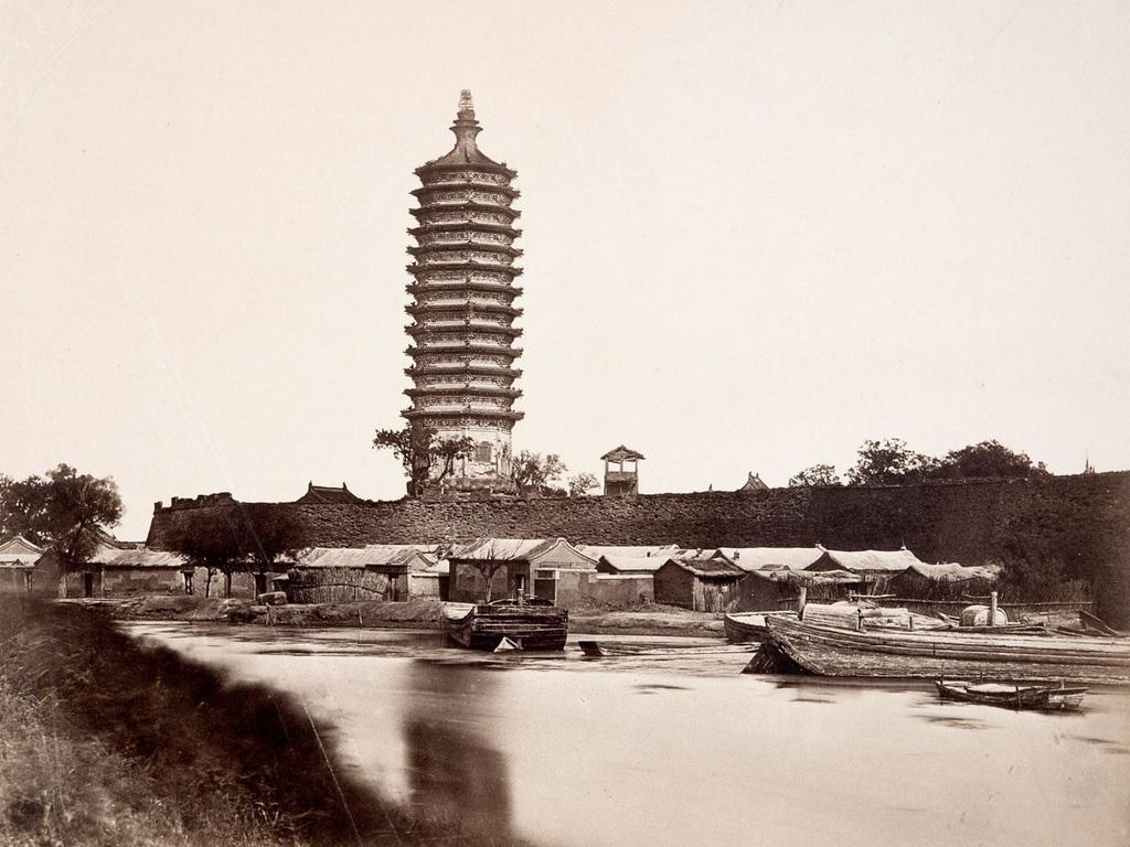 1865_korul_a_tangshani_kina_pagoda.jpg