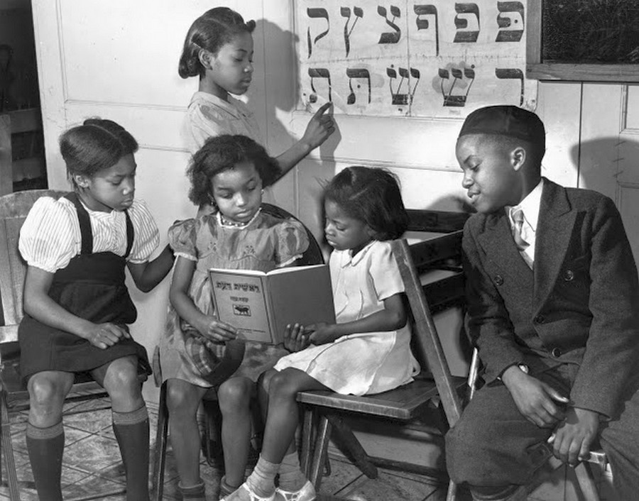 1940_african_american_jewish_congregation_in_harlem_children_studying.jpg