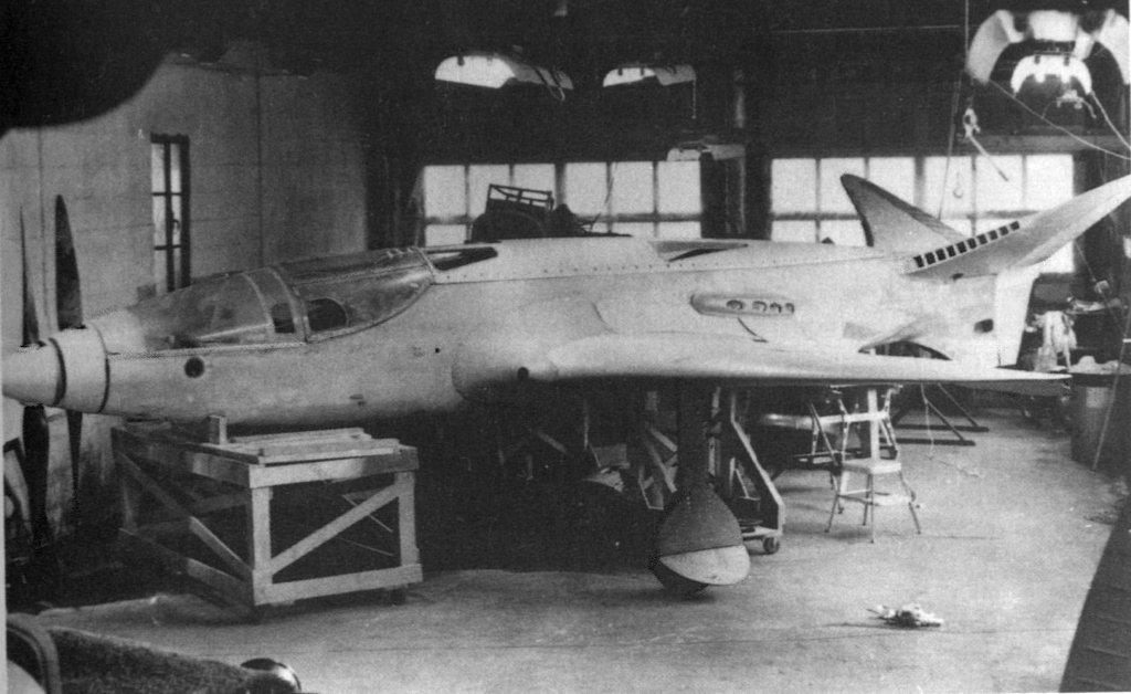1940_nearly_complete_but_never_finished_twin_engined_twin_counter_rotating_prop_mostly_wooden_bugatti_model_100_france.jpg