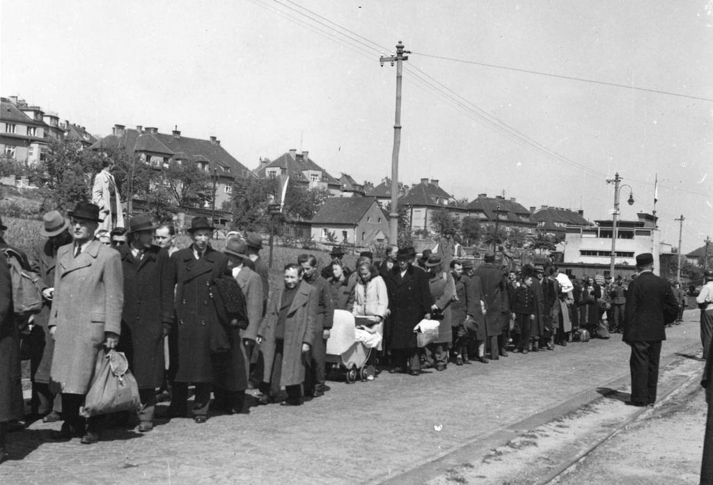 1945_majus_sudeten_german_civilians_and_german_soldiers_are_rounded_up_before_being_executed_in_prague.jpg