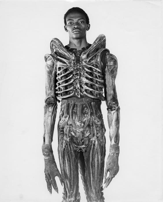 1978_7-foot_bolaji_badejo_a_nigerian_design_student_and_one-time_actor_wearing_his_costume_from_the_now_classic_sci-fi_thriller_alien.jpg