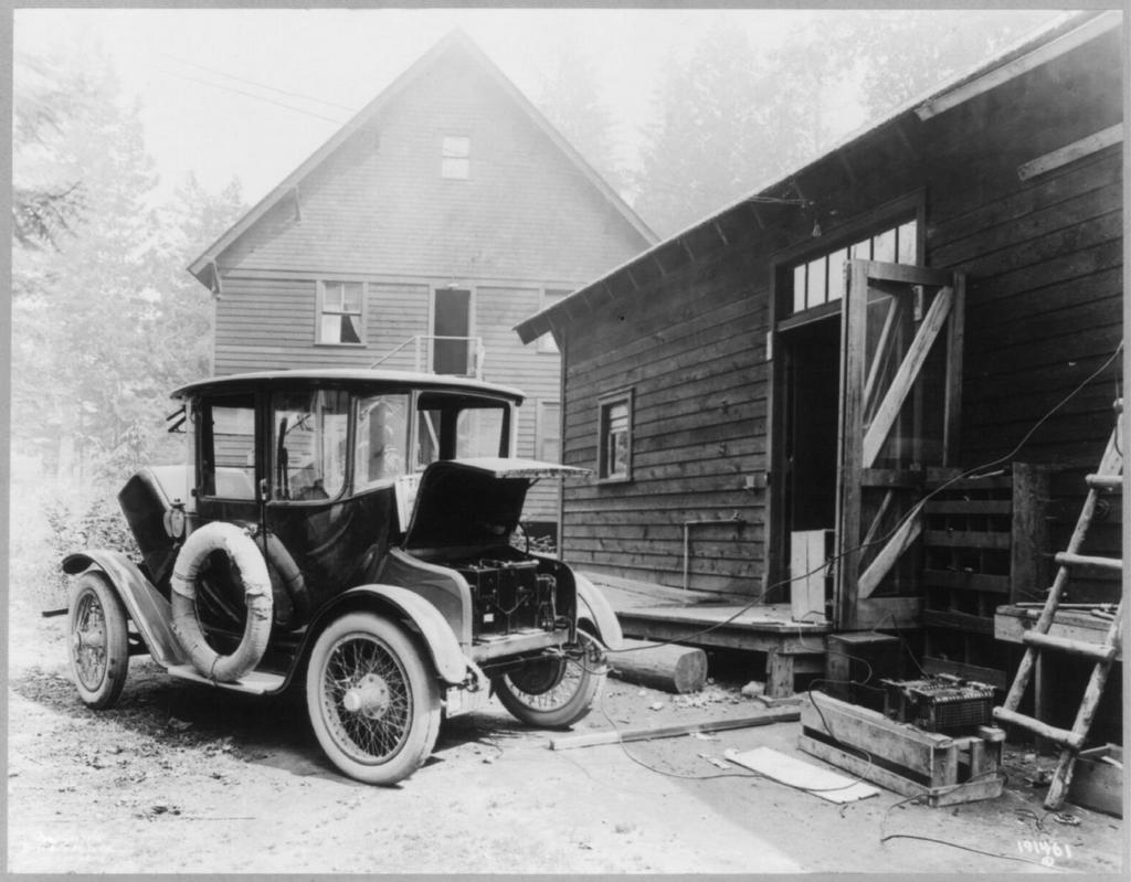 1919_electric_auto_at_re-charging_station.jpg