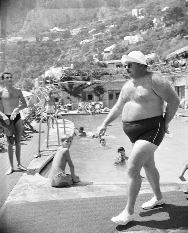 1953_exiled_egyptian_king_farouk_walking_by_a_pool_in_canzone_del_mare_on_the_isle_of_capri_italy.jpg