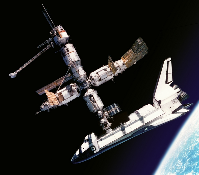 1995_jun_29_u_s_space_shuttle_atlantis_docked_to_russian_space_station_mir.jpg