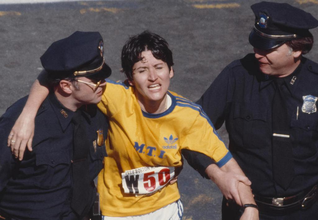 1980_rosie_ruiz_a_boston_marathon_gyoztese_a_celban_kesobb_diszkvalifikaltak_mivel_bebizonyosodott_hogy_a_tav_egy_reszet_metroval_tette_meg_es_csak_egy_kilometerrel_a_cel_elott_csatlakozott_ujra_a_mezonyhoz.jpg