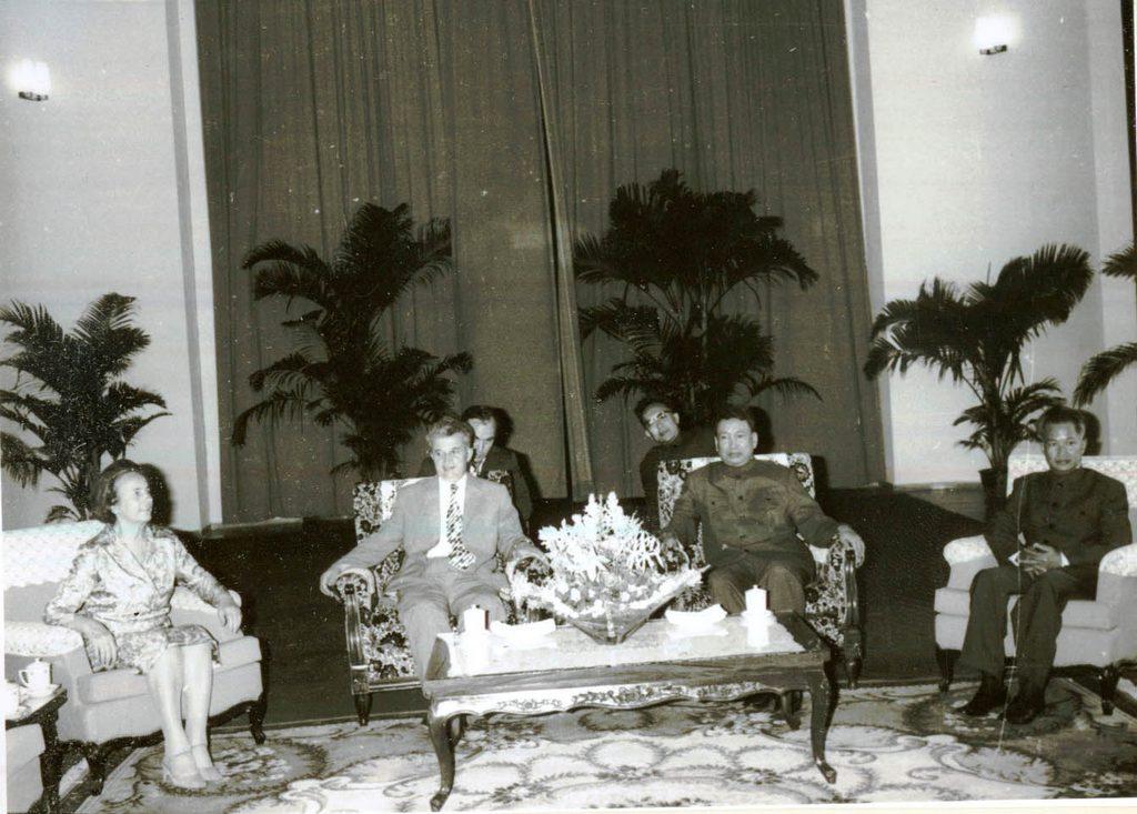 1978_nicolae_ceausescu_roman_vezeto_a_kambodzsai_nepirto_diktator_pol_pot_vendegekent_pnompenh-ben.jpg