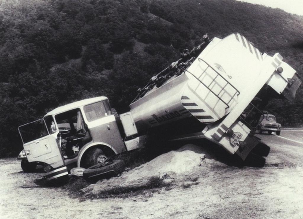 1970-es_evek_csehszlovak_benzinszallito_tartalykocsi_balesete.jpg