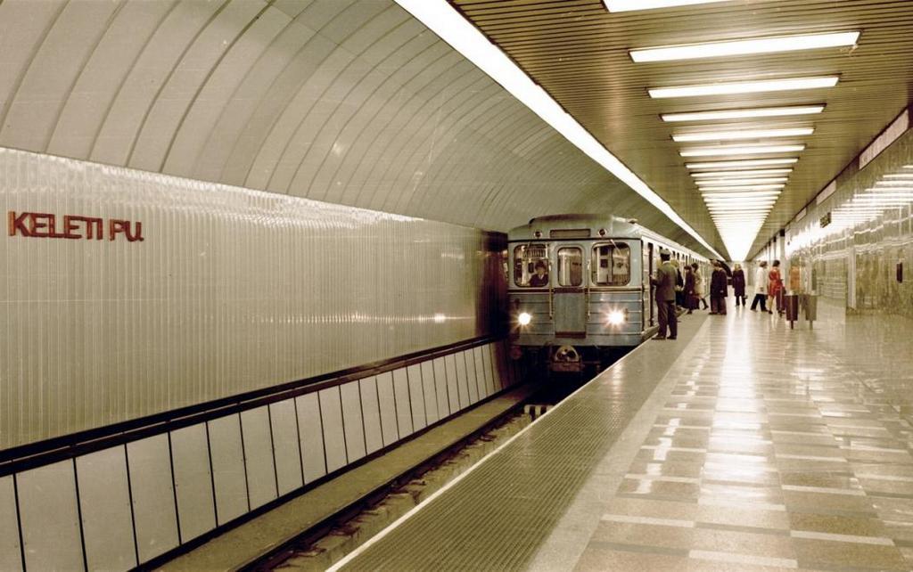 1971_metroszerelveny_a_keleti_palyaudvar_megalloban_fortepan_11100.jpg