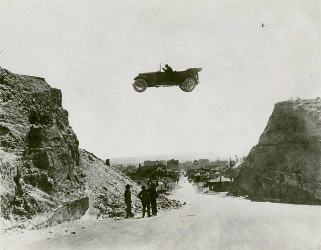 1920_stunt_performer_jumping_two_embankments_in_el_paso_texas.jpg