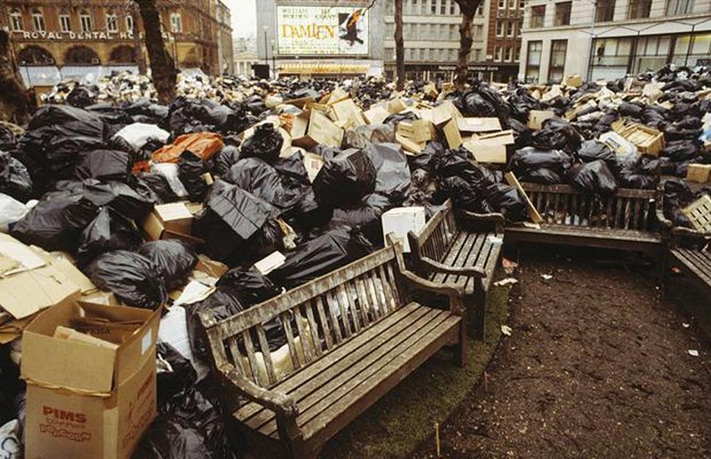 1979_a_koztisztasagi_dolgozok_sztrajkja_miatt_felhalmozodott_szemet_a_leicester-teren_westminster_london.jpg