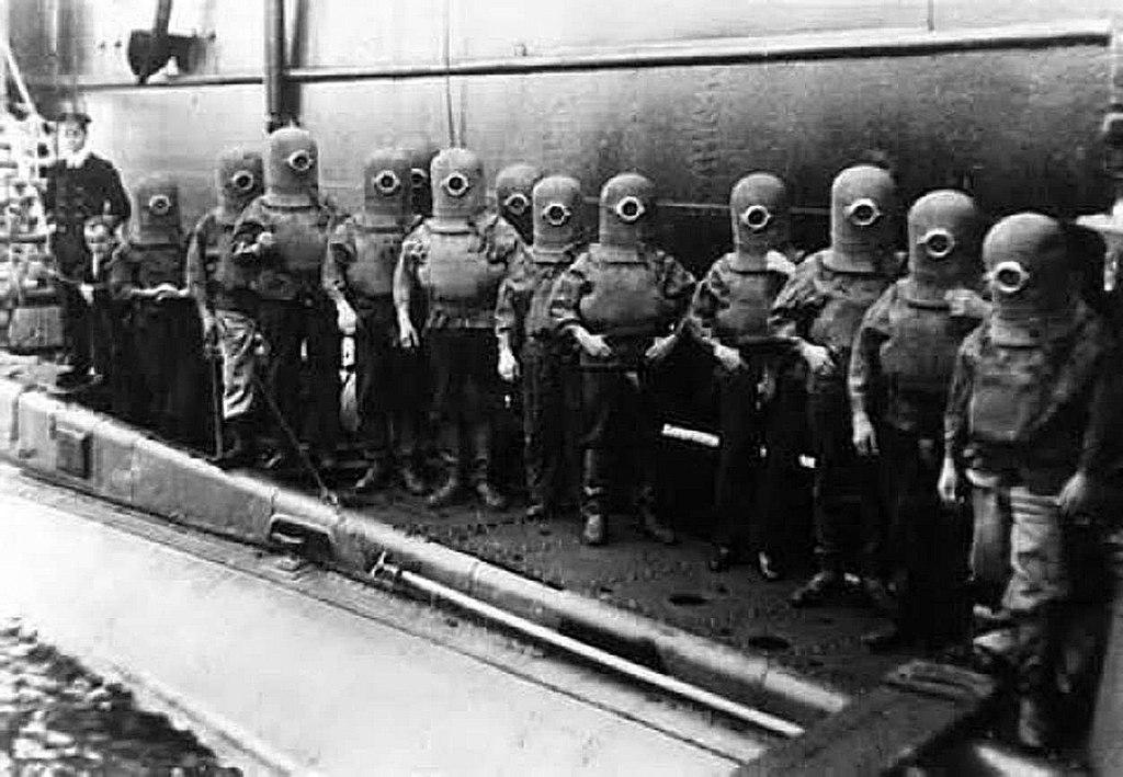 1908_nem_minyonok_a_hms_c7_brit_tengeralattjaro_legenysege_mentooltozekben.jpg