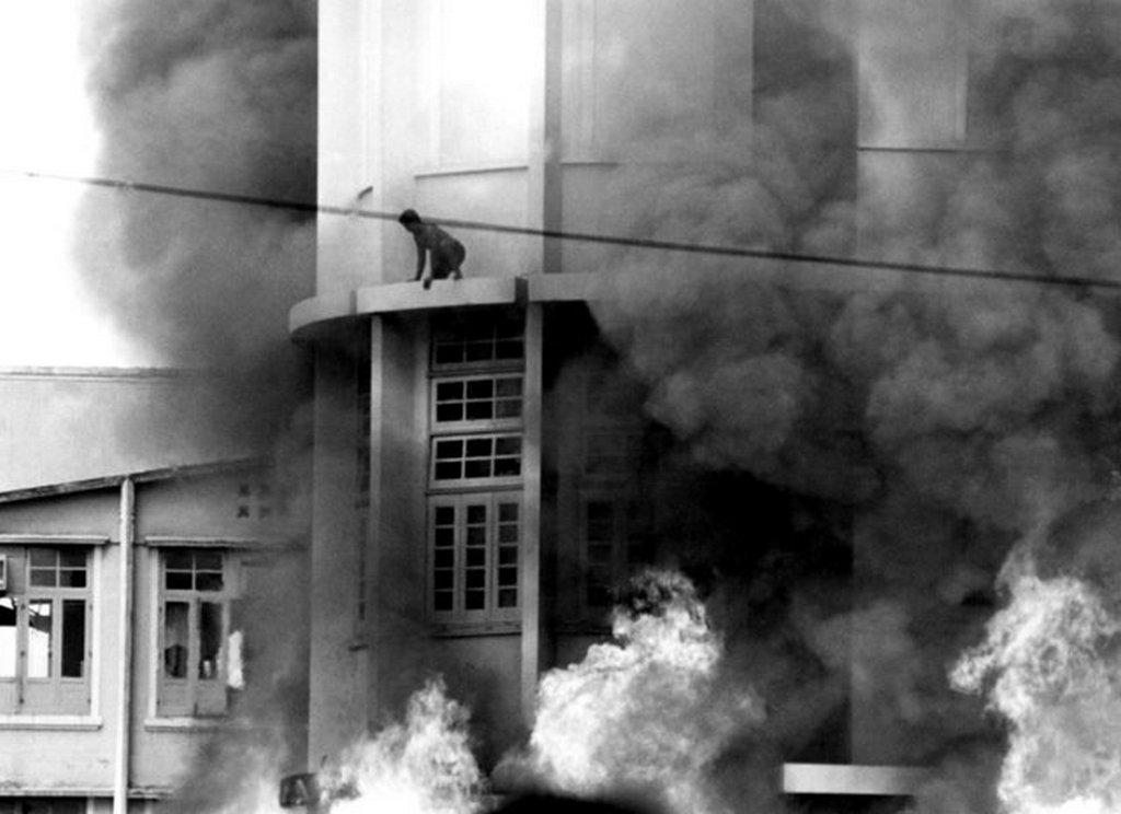 1973_orjongo_diakok_altal_bangkokban_felgyujtott_epulet_gondnoka_esett_csapdaba_majd_egett_halalra_a_leomlo_romok_kozott.jpeg