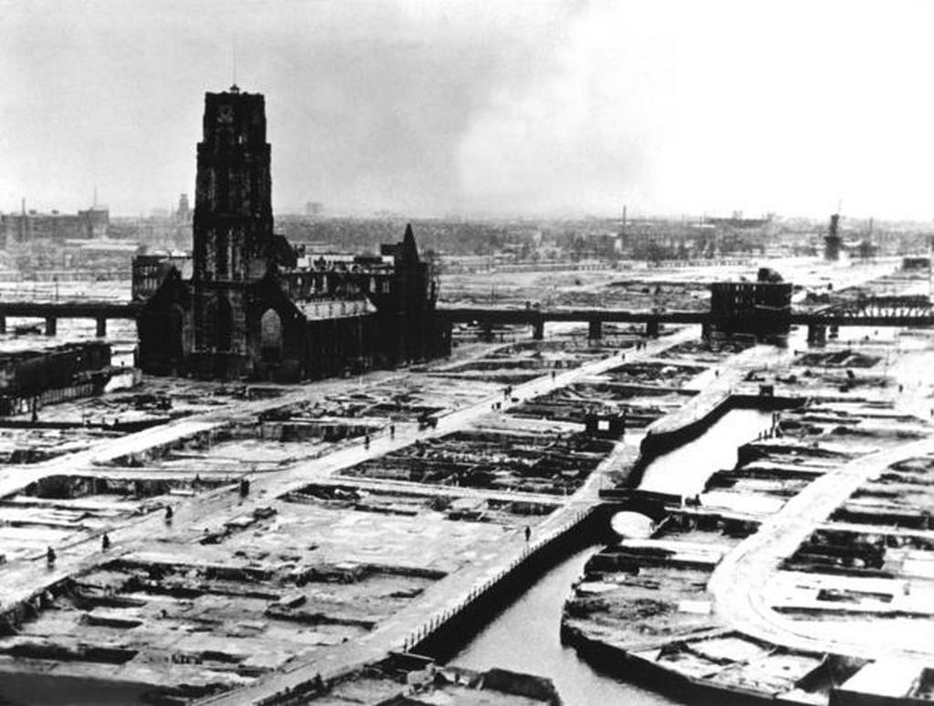 1940_a_lebombazott_rotterdam_a_romok_eltakaritasa_utan.jpg