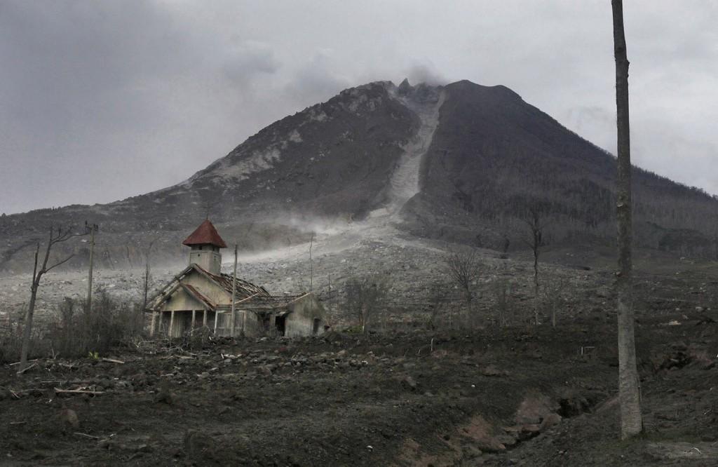 1971_az_indonez_sinabung_vulkan_altal_elpusztitott_falu.jpg