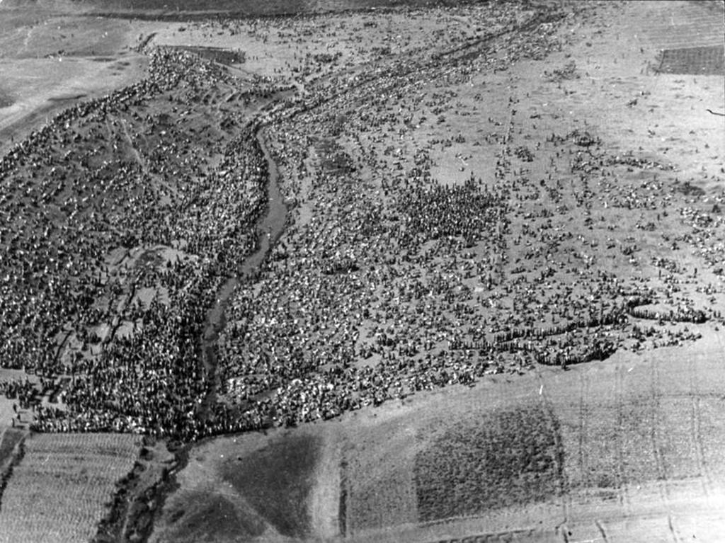 1942_szovjet_hadifoglyok_harkovnal.jpg
