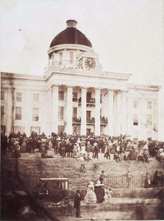 1861_februar_18_jefferson_davis_az_amerikai_konfoderacios_allamok_elso_es_egyetlen_elnokenek_beiktatasa_montgomery_alabama.jpg