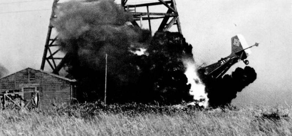 1941_egy_nemet_junkers_zuhanobombazo_utkozik_egy_radiotoronynak2.jpg