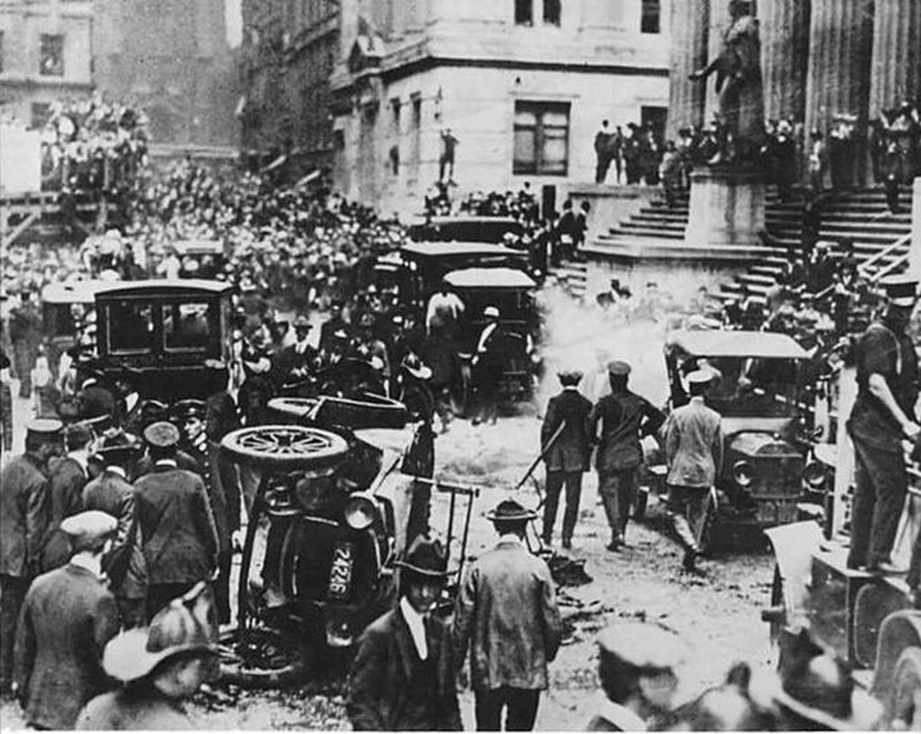 1920_a_wall_street-i_merenylet_utani_eletkep_a_38_eletet_kovetelo_merenyletet_anarchokommunistak_kovettek_el.jpg