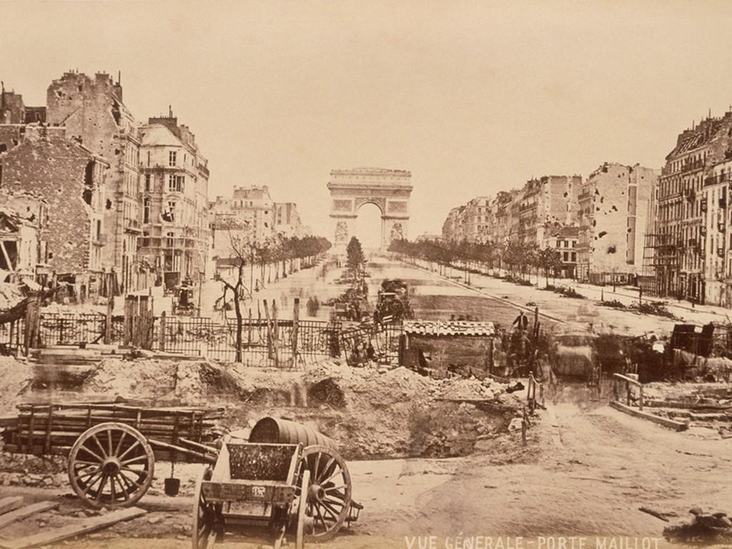 1871_a_szetlott_parizs_a_porosz_ostrom_es_a_kommun_leverese_utan.jpg