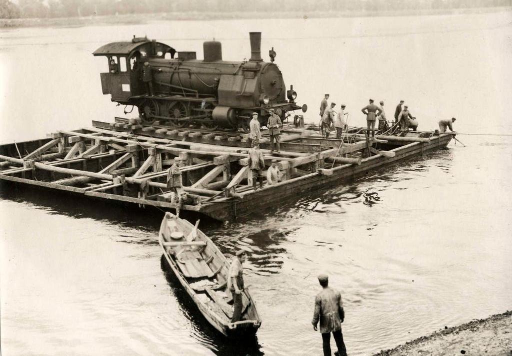 1915_gozmozdony_szallitasa_a_visztulan_varsonal.jpg
