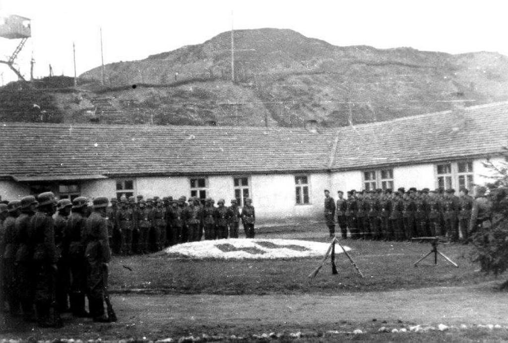 1943_a_lengyel_plaszow_koncentracios_tabor_udvara_a_helyszin_feltunik_a_schindler_listaja_cimu_filmben.jpg