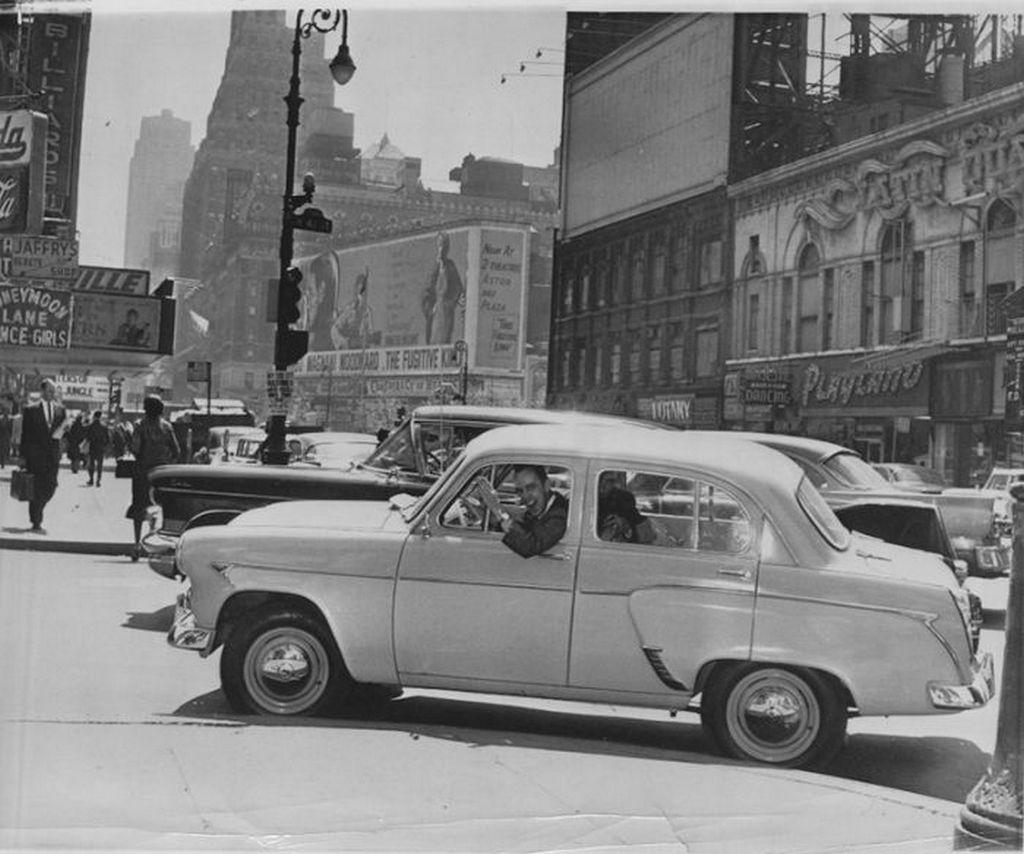 1960_egy_moszkvics_407_new_york_utcain.jpg