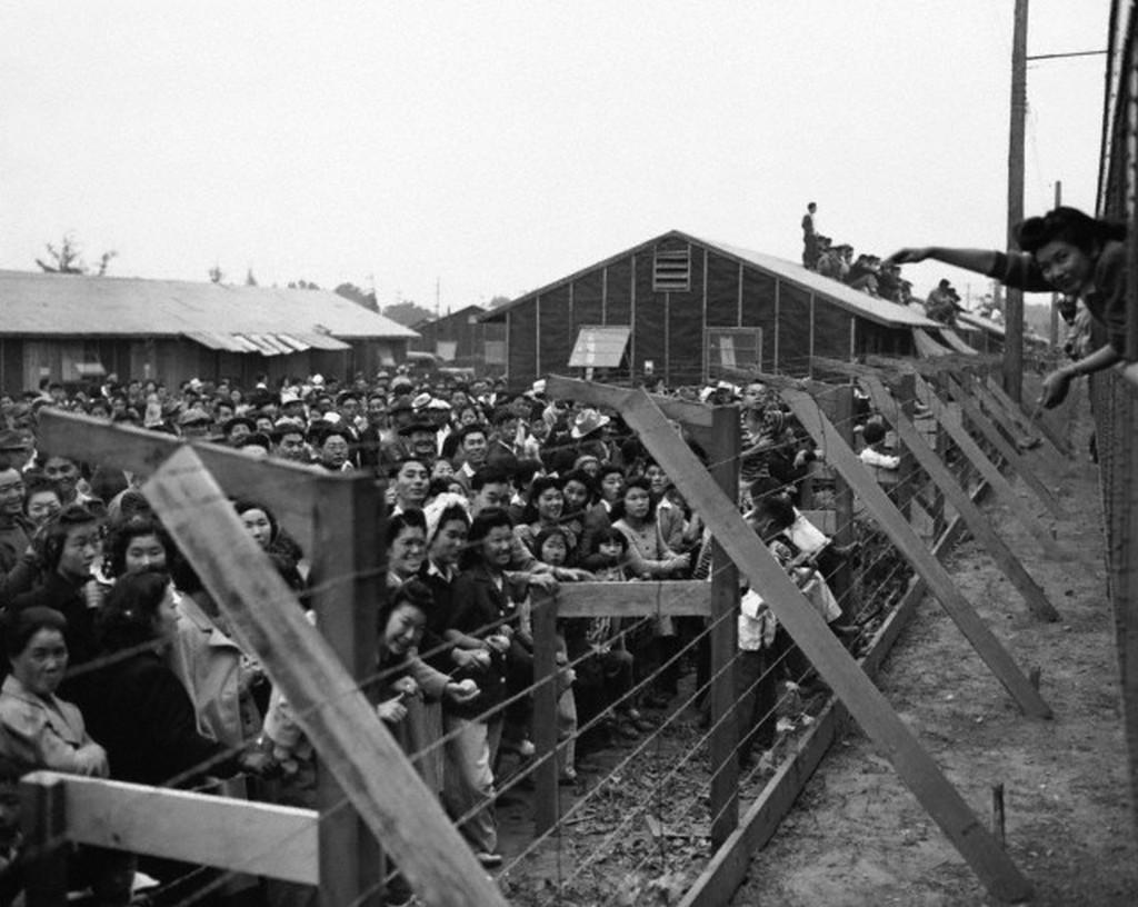 1942_japanese-americans_interned_at_santa_anita.jpg