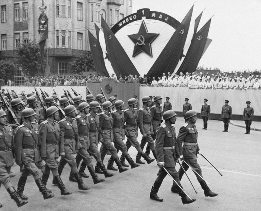 1955_jugoszlav_majus_elsejei_katonai_parade.jpg