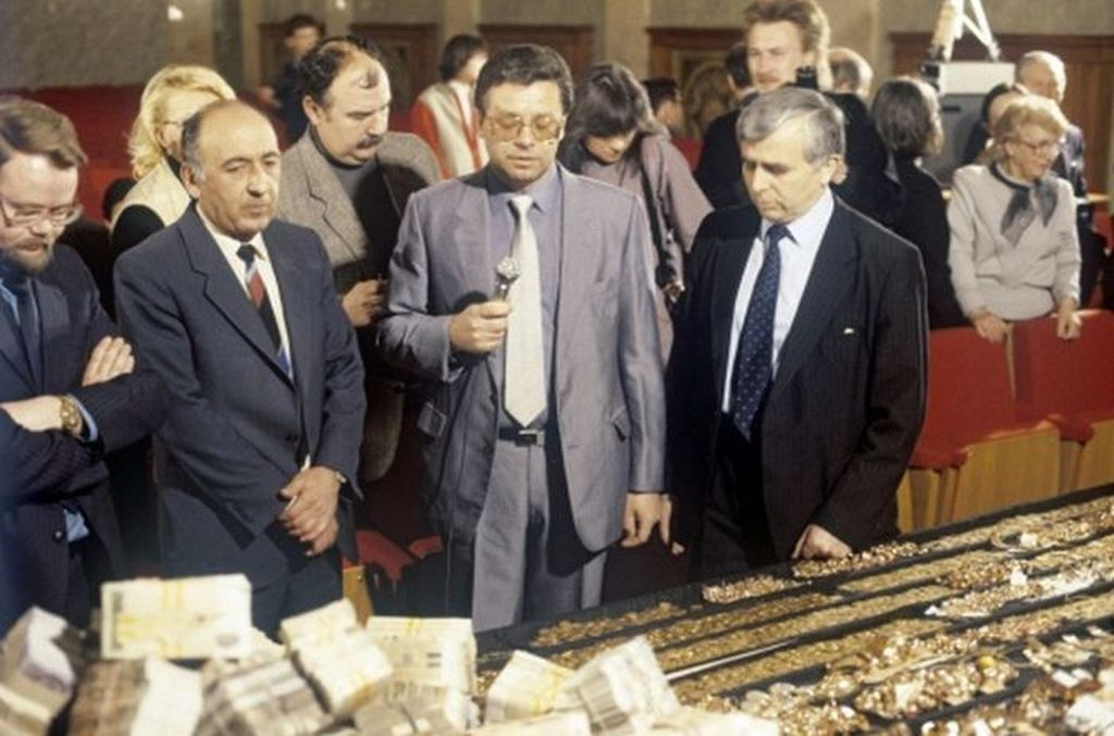 1988_az_elso_nyilvanossag_elott_zajlo_korrupcios_botrany_a_szovjetunioban_a_gyapot-ugy_neven_elhiresult_esetben_az_uzbeg_szszk_hivatalnokait_vadoltak_megvesztegetessel.jpg