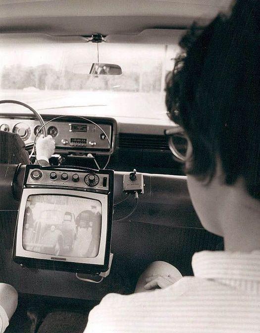 1965_teve_az_autoban.jpg