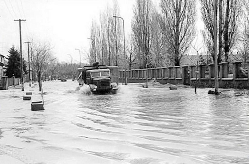 1965_szombathelyi_arviz_a_bartok_bela_koruton.jpg