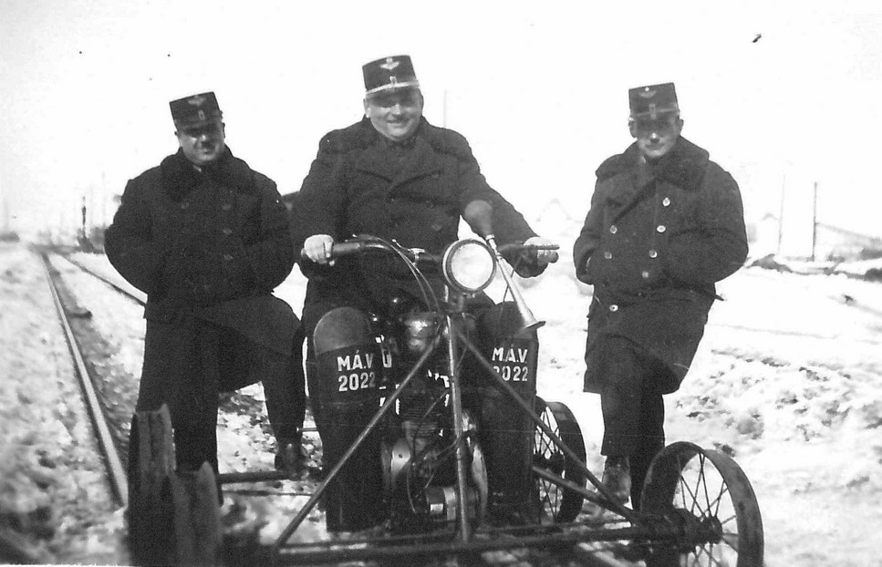 1940_mav_motoros_hajtany_beregszaszban.jpg
