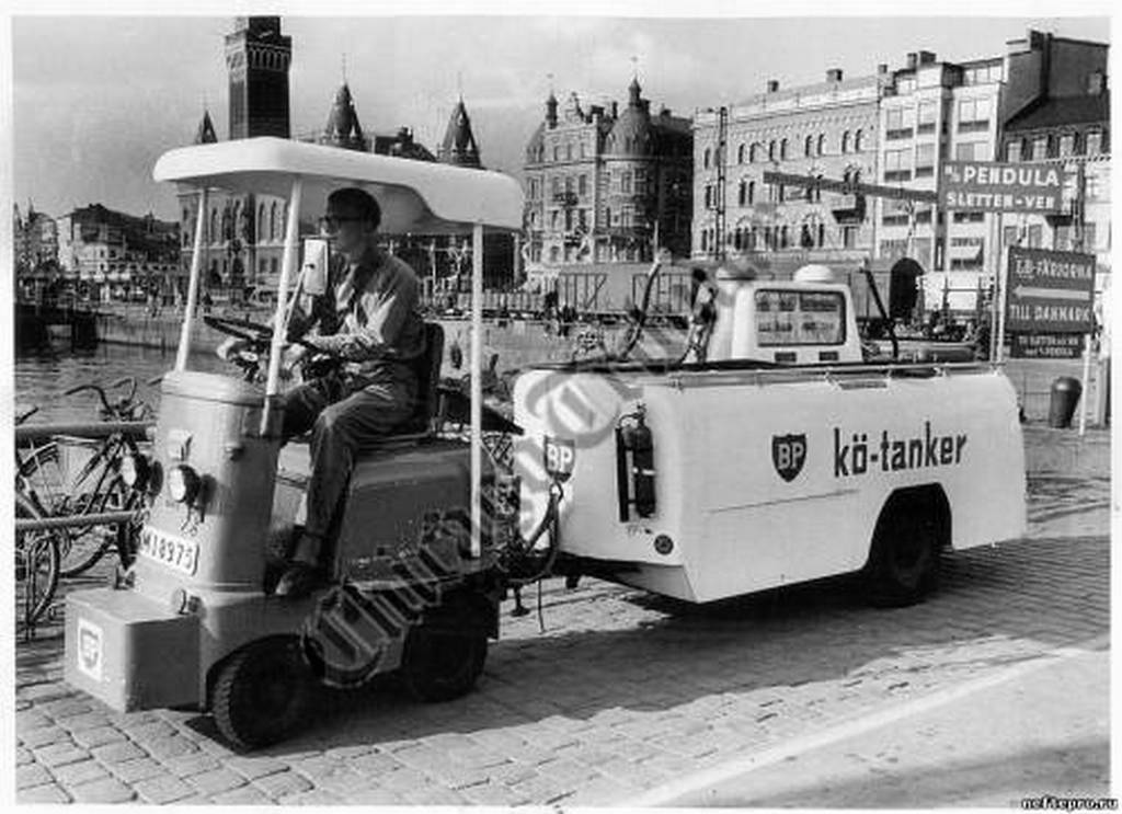1964_mobil_benzinkut_svedorszagban.jpeg