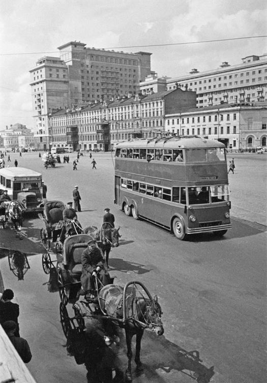 1935_emeletes_troli_moszkvaban_az_angol_gyartasu_jarmubol_10_darab_futott_beloluk_a_korai_otvenes_evekig.jpeg
