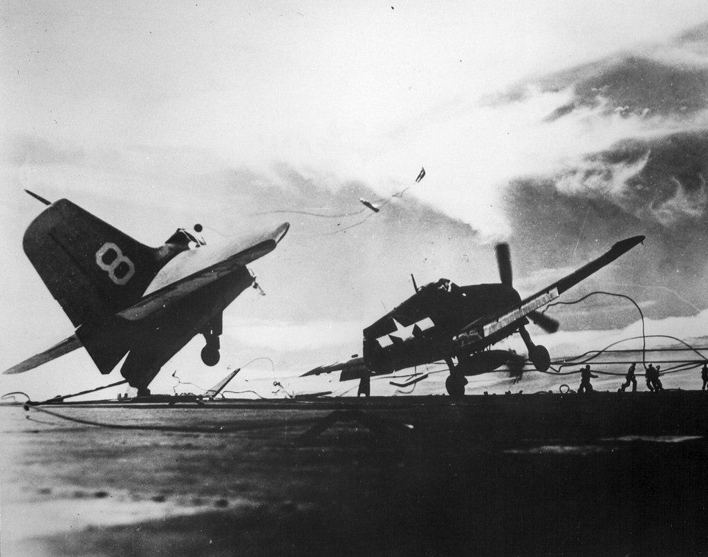 1943_az_amerikai_grumman_f6f-5p_hellcat_szerencsetlen_landolasa_az_uss_princeton_fedelzeten.jpeg