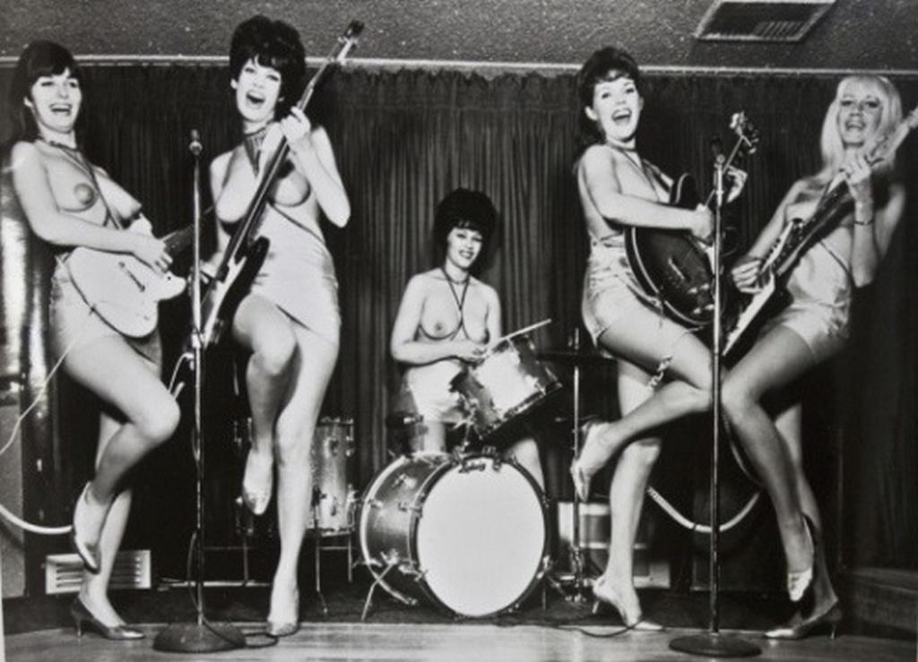 1966_the_ladybirds_amerikai_topless_noi_zenekar.jpeg