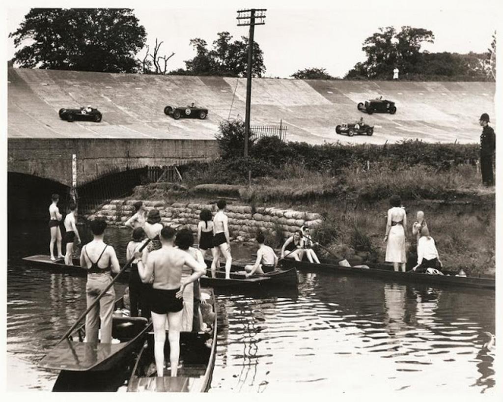 1937_brooklands_racing_circuit.jpg