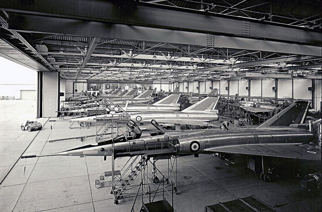 1970-es_evek_a_francia_atombomba_hordozo_deltaszarnyu_gep_12_peldanya_egy_hangarban_osszesen_62_darab_keszult_es_2005-ig_voltak_szolgalatban.jpg