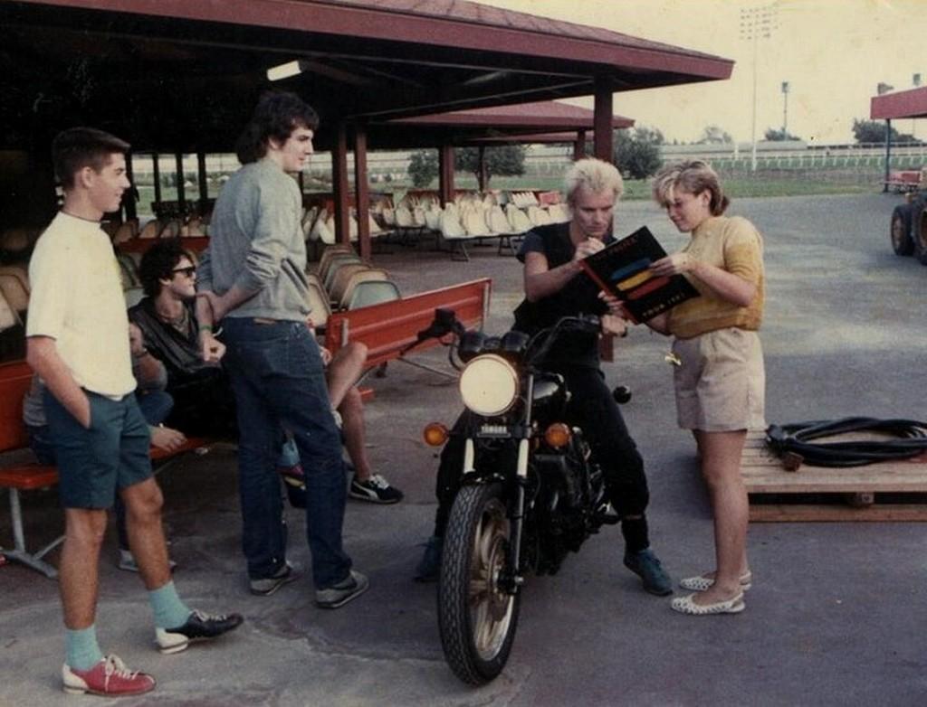 1983_sting_autogramot_ad_egy_14_eves_rajongojanak_akinek_a_neve_gwen_stefani.jpeg