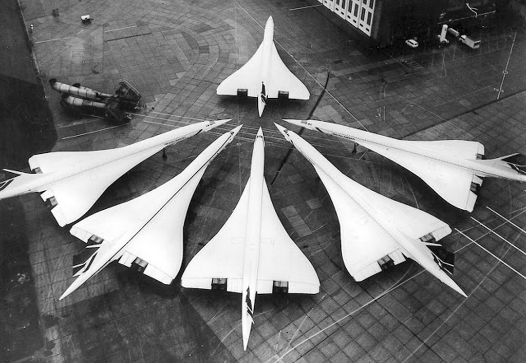 1986_the_entire_british_concorde_fleet_in_one_picture_january_21_1986_at_london_heathrow_airport.jpg