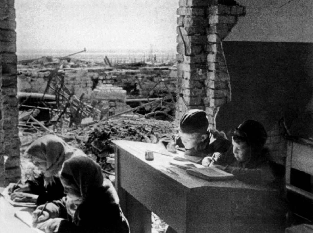 1943_iskola_sztalingradban_az_ostrom_utan.jpg