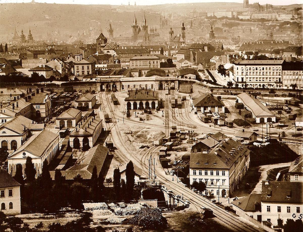 1875_a_pragai_fopalyaudvar_es_kornyekenek_latkepe.jpg