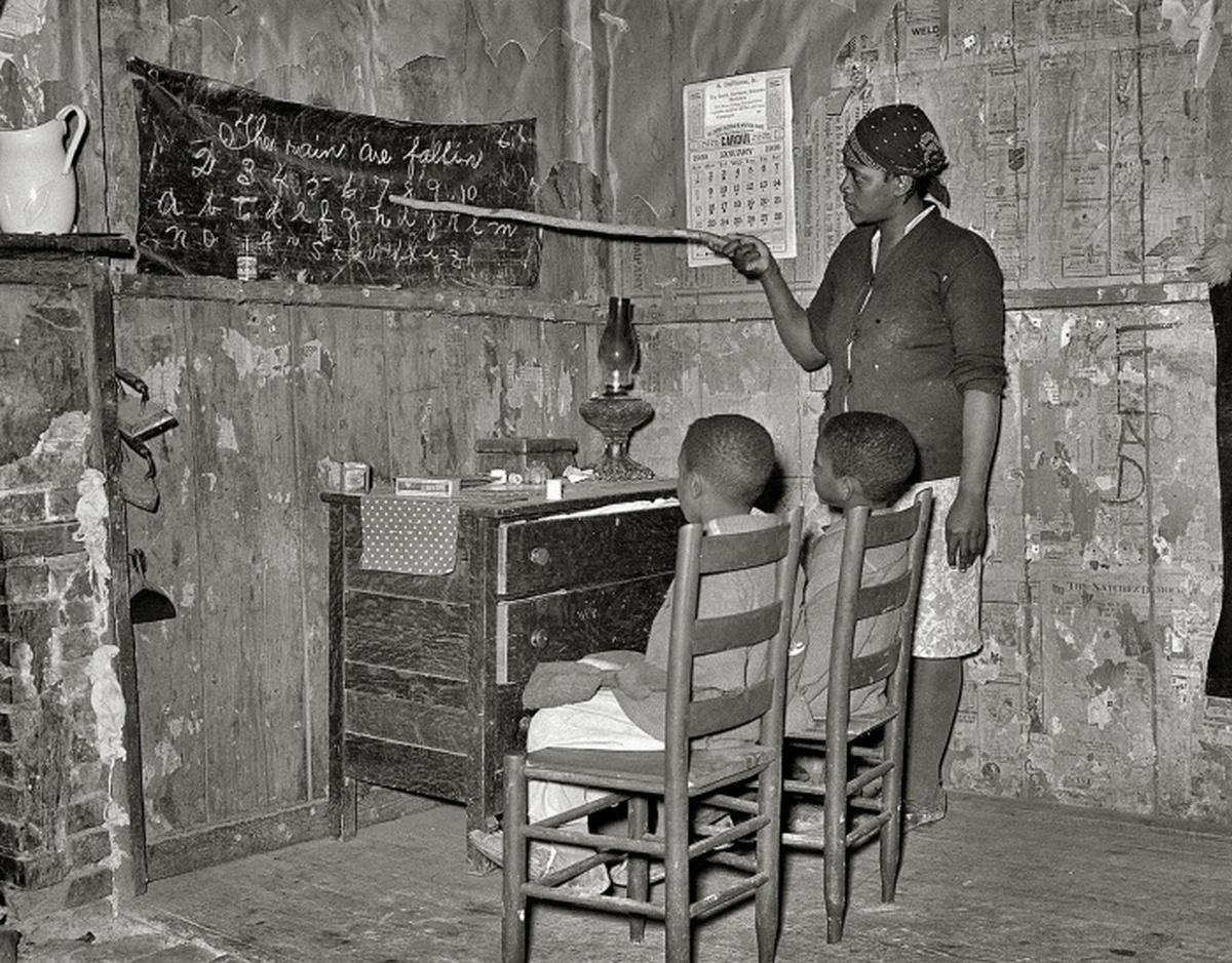 1939_arato_munkasok_gyerekei_az_ideiglenes_iskolaban_transylvania_eszak-karolina_usa.jpeg