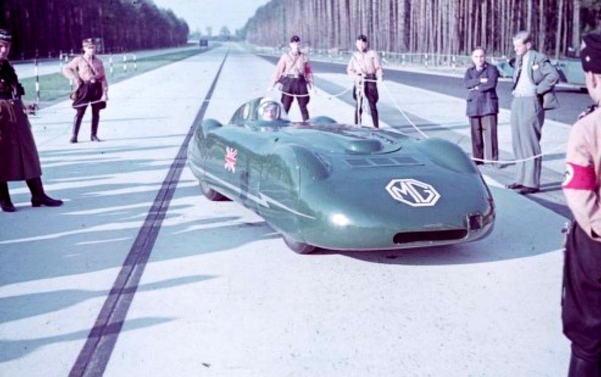 1939_szarazfoldi_sebessegrekord-kiserlet_a_naci_nemetorszagban_egy_brit_mg_autoval.jpg