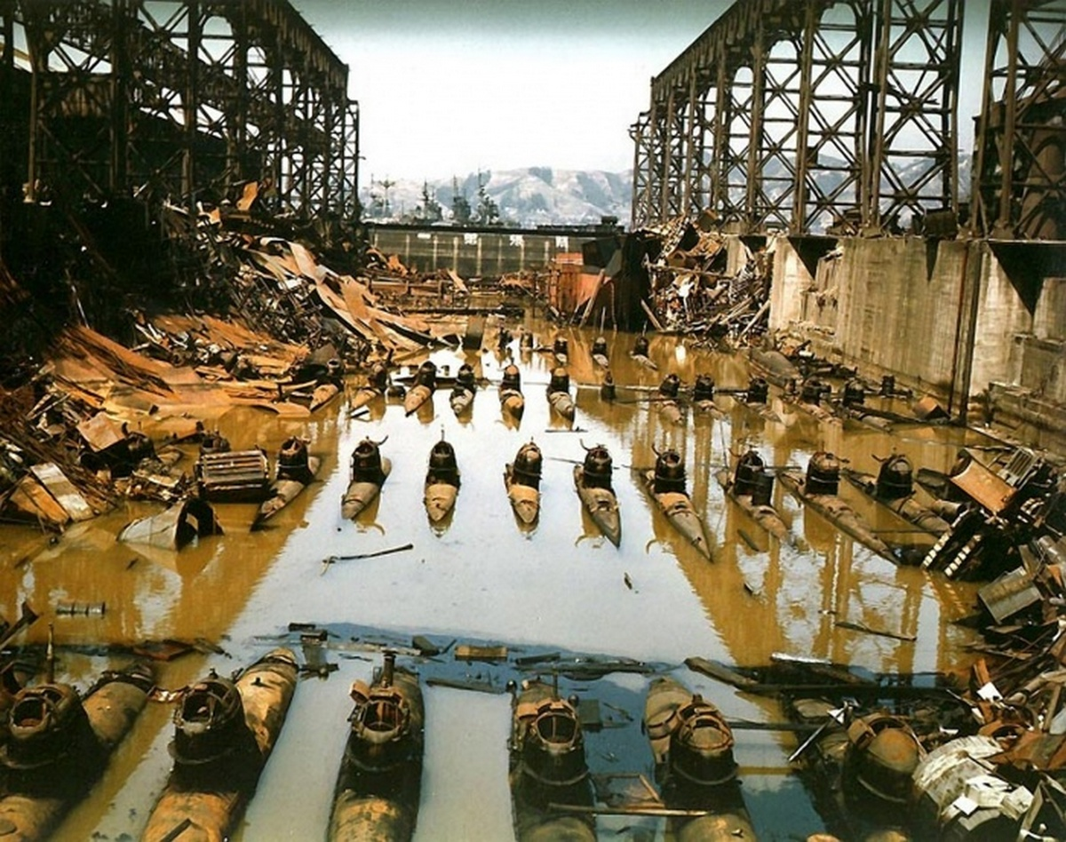 1946_be_nem_vetett_japan_mini-tengeralattjarok_a_kure-i_hajogyarban_hiroshima_prefektura_japan.jpeg