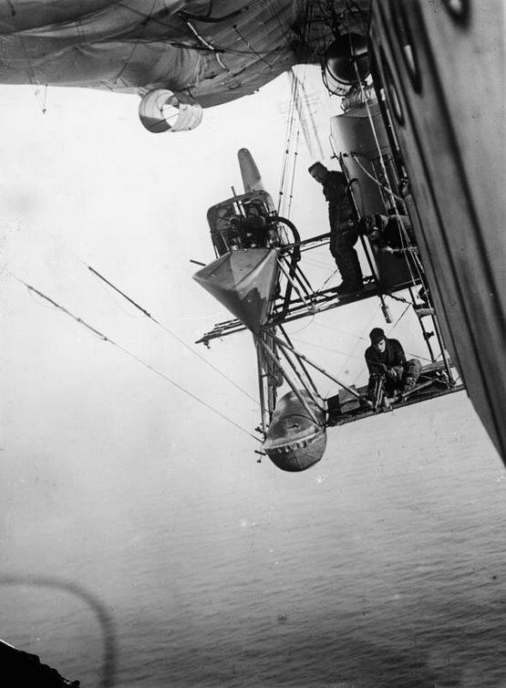 1918_brit_tengeralattjaro-figyelo_leghajo_lovesze_es_szereloje_az_eszaki-tenger_felett.jpeg